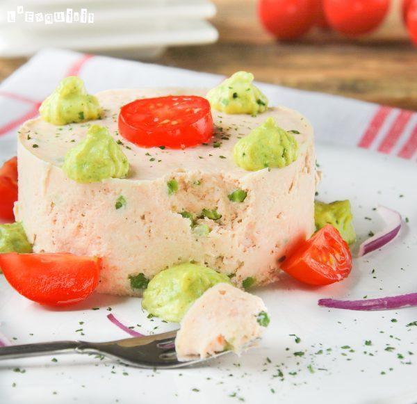 Mousse de salmón ahumado con crema de aguacate a la naranja-3