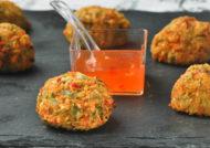 Croquetas de verduras y gambas con salsa agridulce
