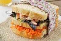 Sandwich con gambitas, zanahoria y eneldo