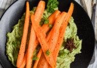 Zanahorias caramelizadas con crema de aguacate